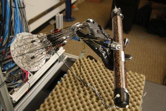 robot hand 160509145524_1_540x360